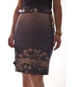 Dámska sukňa s béžovými kvetmi - tmavomodrá D3