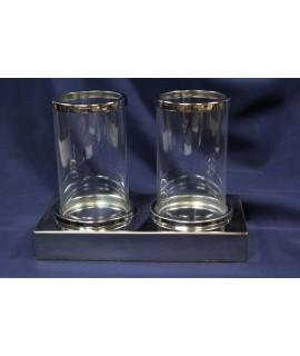 2 strieborné svietniky so sklom (š. 21,5 cm, v. 16 cm)