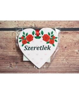 """Fa mágnes- szívecske """"SZERETLEK"""" - fehér-piros pillangó (9x9 cm)"""