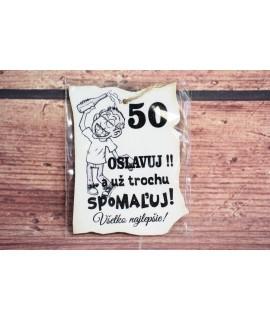 """Drevená tabuľa """"50 OSLAVUJ!"""" (9x7 cm) - muž"""