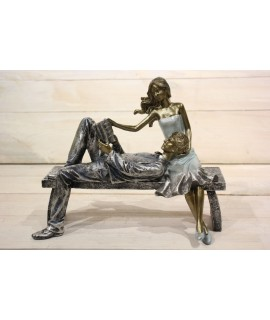 Dekorácia pár na lavičke (21x17,5 cm)