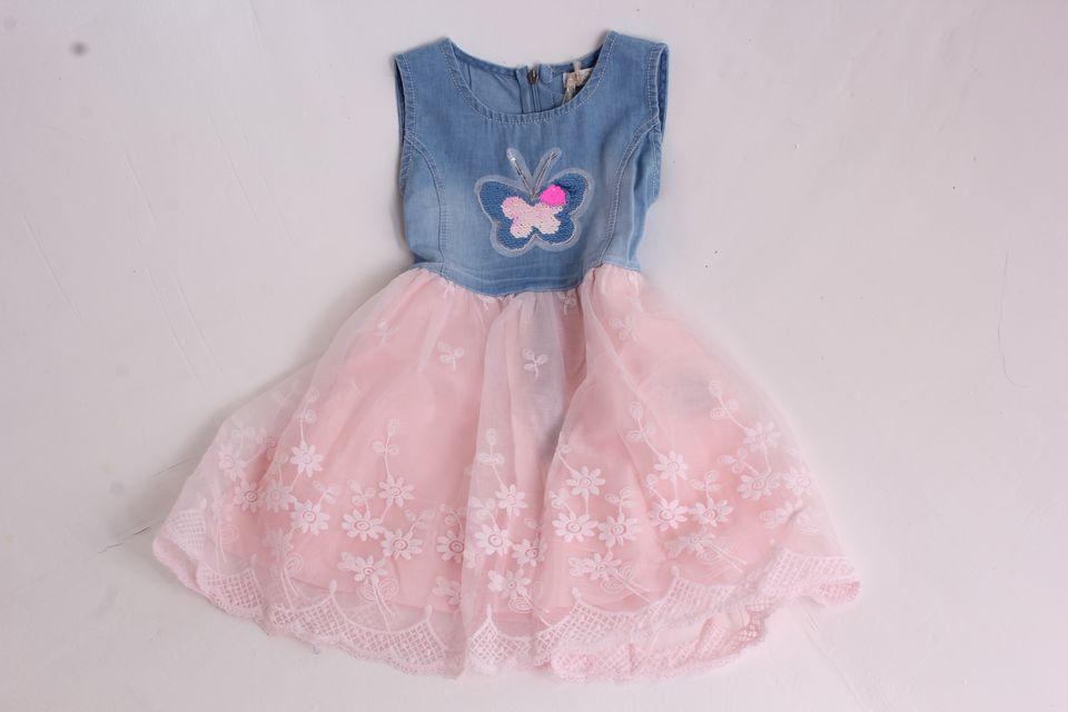 f0f6d51d3d79 Dievčenské rifľové šaty s motýlikom a ružovou sukňou