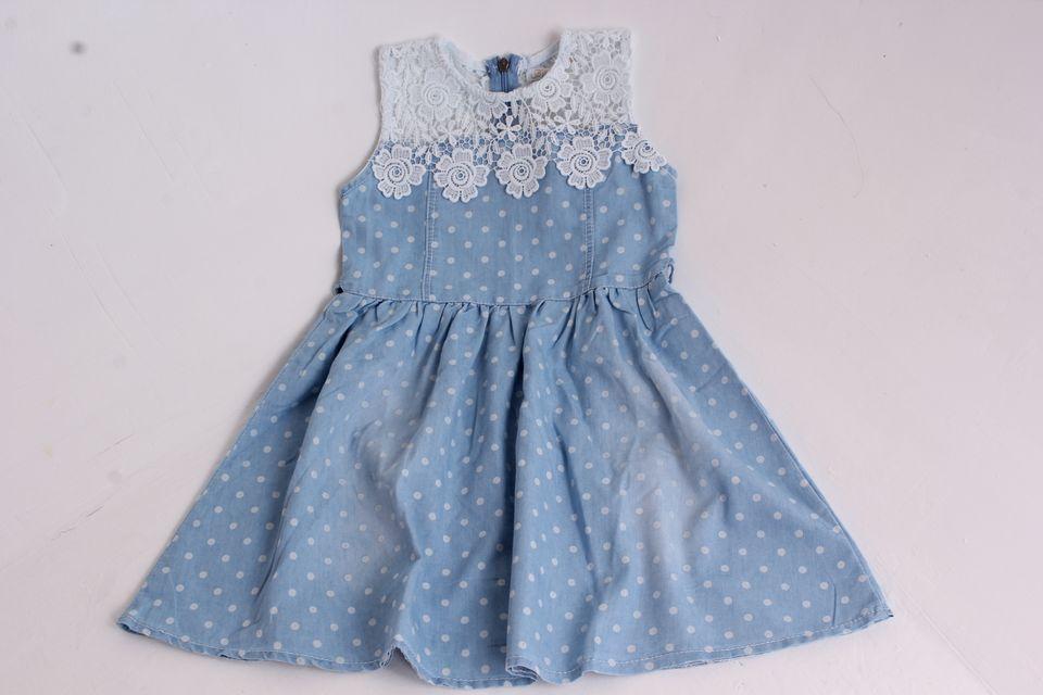 0c203a9023ff Dievčenské rifľové šaty s krajkou